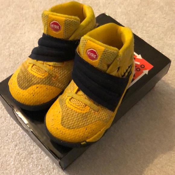 fb5684d79154 Kyrie 2 school bus toddler basketball shoe size 7.  M 5b9680fde944ba5b22e49c71
